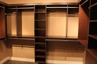 полки для одежды в гардеробе