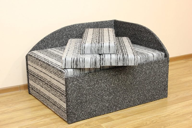 Кубик, диван