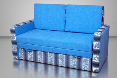 Тоша, диван