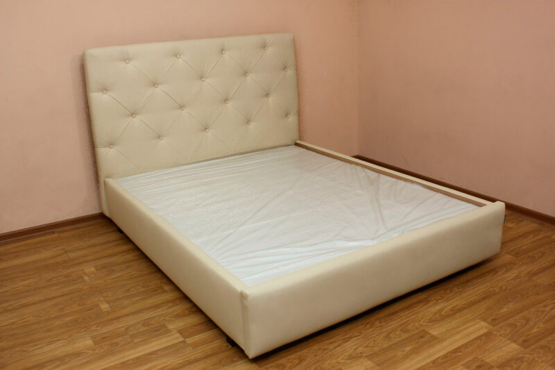 Анжелика, кровать