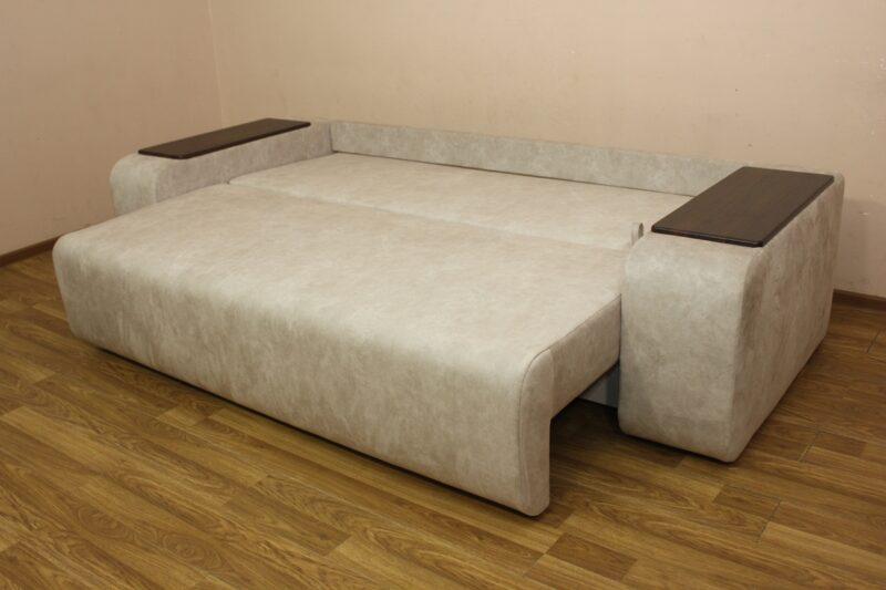 Герман, диван